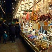 Рождественнская ярмарка... :: Galina Dzubina