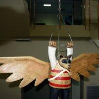 Летающий Мишка - деревянная скульптура. :: Валерия  Полещикова