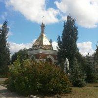 Часовня и памятник Святителю Алексию на речном вокзале :: марина ковшова