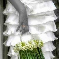 Сумочка невесты из живых цветов :: Алексей Матюш