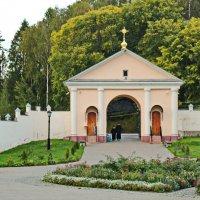Вход в монастырь :: Олег Попков