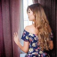 Красотка у окна :: Дмитрий Фотограф