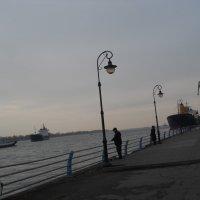 На набережной в будний день :: Галина