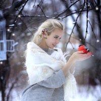 девушка и снегирь :: Мила Гусева
