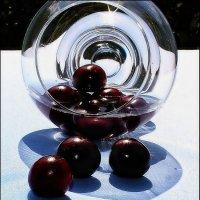 Солнечные вишни. :: Валерия  Полещикова