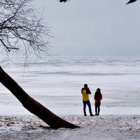 Двое на берегу :: Валентина Папилова