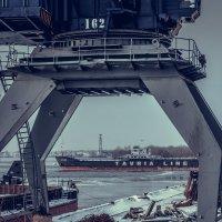 В порту :: Artem Zelenyuk