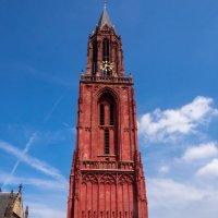 Красная колокольня церкви Иоанна Крестителя :: Witalij Loewin