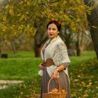 Осенний портрет с корзинкой :: Сергей Мягченков