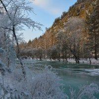 Наледь на реке. :: Валерий Медведев