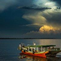 Закатная прогулка по реке Иравади в Бирме :: Андрей Лукашенко