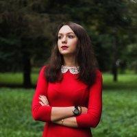 Девушка в красном :: Роман Домнин