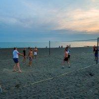 пляжный волейбол на пляже Адлера :: Алексей Лейба