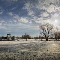 Прогулка по замерзшей реке :: Лидия Цапко