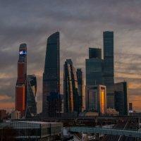 Холодный закат над Сити :: Alexander Petrukhin