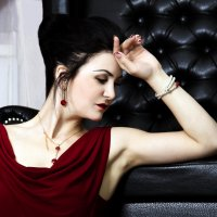 Женщина в красном :: Iuliia Beliaeva