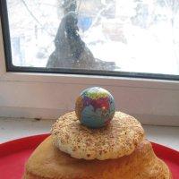 Голубь: с удивлением гляжу на земной шар... Чудо из чудес в хлебном Космосе... :: Алекс Аро Аро