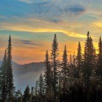 За горами солнце восходит :: Сергей Чиняев