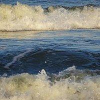 Волны морские одна за другою на берег стремятся... :: Маргарита Батырева