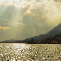 Лучи уходящего солнца :: Николай Танаев