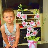 Никитка с орхидеей из бисера. :: Оля Богданович
