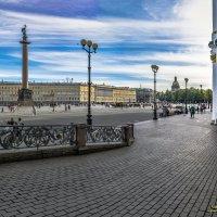 Прогулки по Дворцовой площади** :: Valeriy Piterskiy