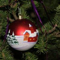 Новогодний ёлочный шар. :: Наталья Золотых-Сибирская