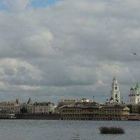 Вид на Кремлевскую набережную Астрахани :: Евгения Чередниченко