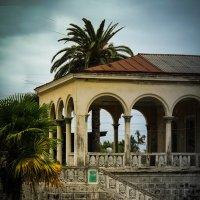 Один из красивейших вокзалов Абхазии. Наши дни. :: Евгения Кирильченко
