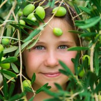 девочка-маслинка :: Мария Корнилова