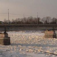 два башмака....на реке, на Луге :: Михаил Жуковский