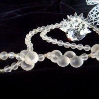 Стеклянный ёжик и ожерелье :: Нина Корешкова