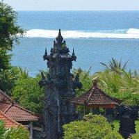 Храм на острове Бали на фоне Индийского океана :: Асылбек Айманов