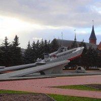 Памятный знак морякам-балтийцам на фоне Кафедрального собора :: Маргарита Батырева