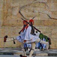 Смена караула у Парламента, Афины, пл. Синтагма :: Владимир Брагилевский