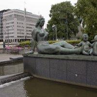 Скульптура, воспевающая материнство :: Александр Рябчиков