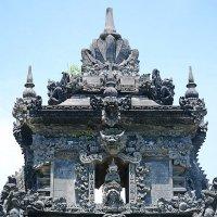 Верхняя часть храма :: Асылбек Айманов