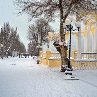 Снежный день в Евпатории. А снег не знал и падал... :: Ольга Голубева