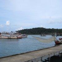 Остров Ко Чанг. Закат в порту у рыбацкой деревушки Банг Бао. :: Лариса (Phinikia) Двойникова