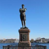 Памятник русскому мореплавателю :: Вера Щукина