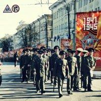 Решительным шагом... :: Андрей Головкин