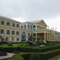 Бангкок. Здание министерства обороны. :: Лариса (Phinikia) Двойникова