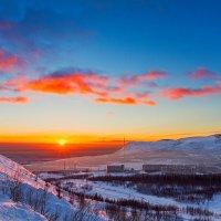 Закат в Хибинах :: Александр Неустроев