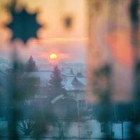 Утренний янтарь в окне января. :: Игорь Ринкевич