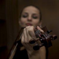 Она на скрипочке играла :: Валерий Чернов