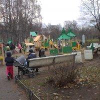 На детской площадке :: Svetlana Lyaxovich
