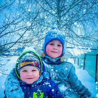 Дети играют зимой :: Ирина