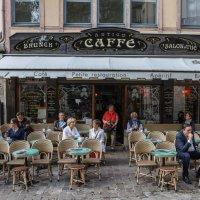 Кафе г. Руан :: Владимир Леликов