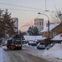 По старым улочкам трамвай...  идёт неспешно... :: Альмира Юсупова