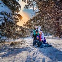 Зима — то время года, когда люди должны согревать друг друга. Своими словами, чувствами, заботой. И :: Алексей Латыш